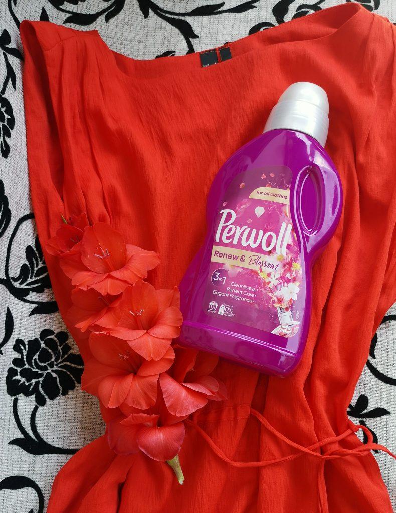 Perwoll-rochie-rosie